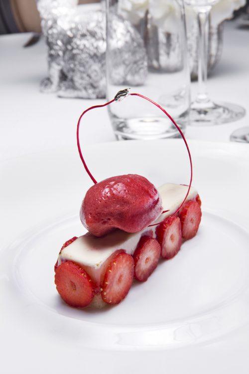 Notre version d'un fraisier  sorbet fruits rouges