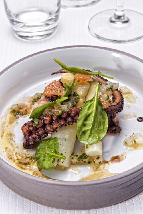 Salade de poulpe et asperges blanches sauce vierge